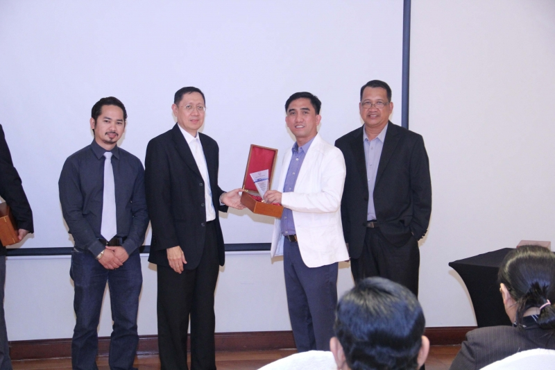 Jun Tonacao receive award of apreciation from UTOL USA & UAE