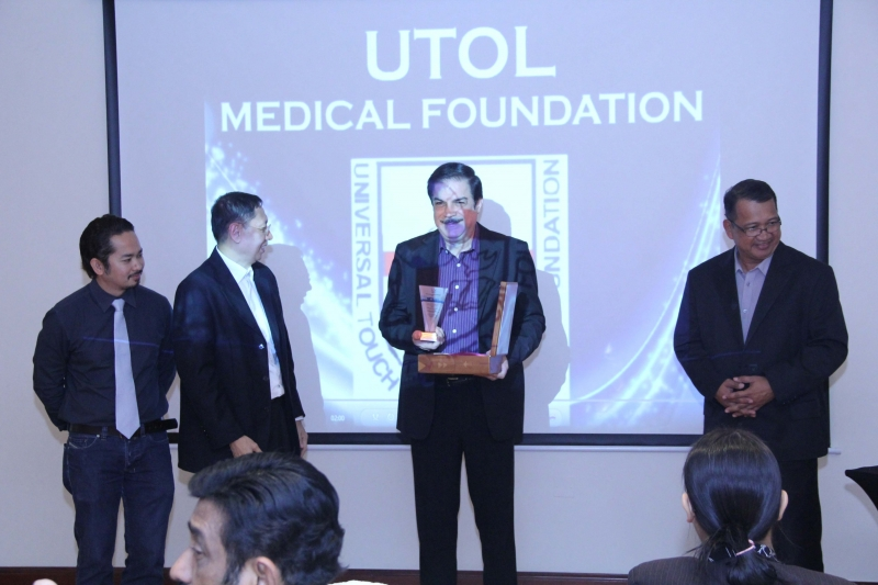 Peter Kairuz President of CBN Asia 700 Club receive award of appreciation from UTOL USA &UAE