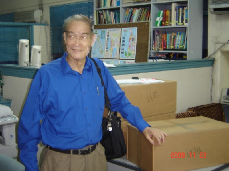 Bro . Oscar Garcia at Philrads donated Medicnes Nov 23, 2009