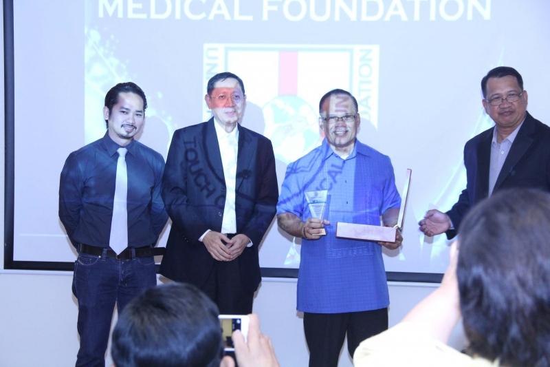 Pastor Bengie Masiglat senior Pastor of Filipino Christian Church receive award of appreciation from UTOL USA & UAE