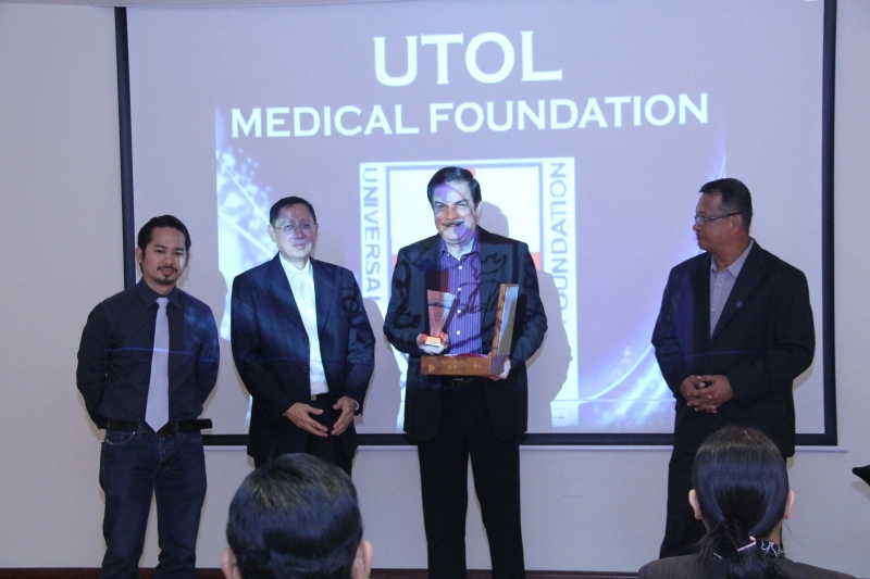 Peter Kairuz President CBN Asia 700 Club receive award of appreciation from UTOL USA & UAE
